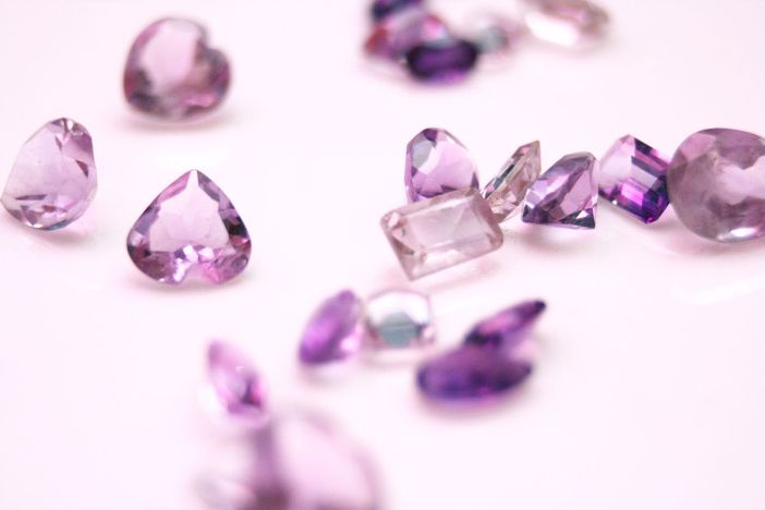 1200px-Collection_of_Amethyst_Gemstones