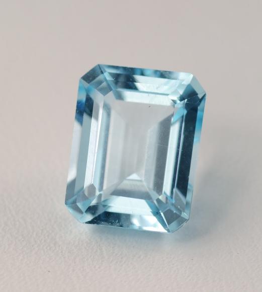 Natural_blue_topaz_gemstone